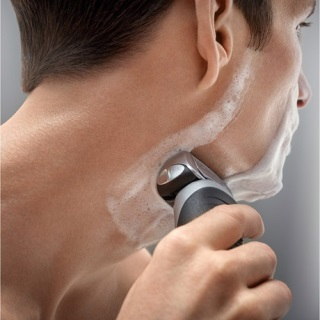 Shaving with Braun 7893s